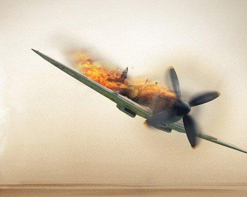 Падение подбитого самолёта.